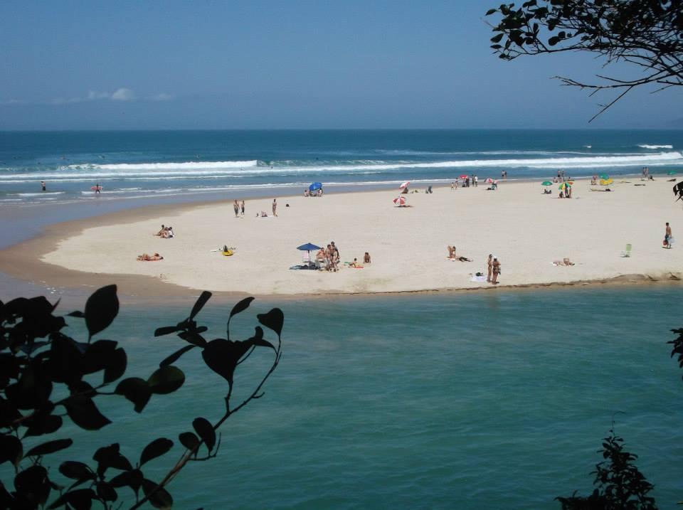Praia da Guarda do Embaú em Santa Catarina.